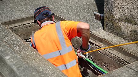tirage aiguillage de cable dans conduite souterraine