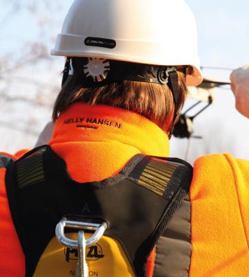 équipements helly hansen et petzl pour le travail en hauteur